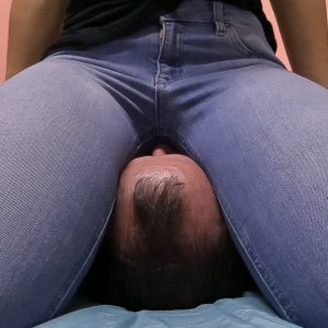 JC25-Hard-Jeans-Facesitting-25